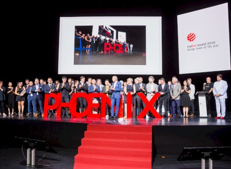 "2 – Red Dot Gala > Phoenix Design on stage bei der Preisverleihung zum ""Red Dot: Design Team of the Year 2018"""